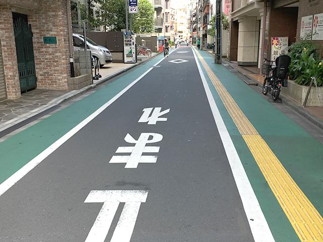 カラー舗装よる歩道と車道の視覚的分離