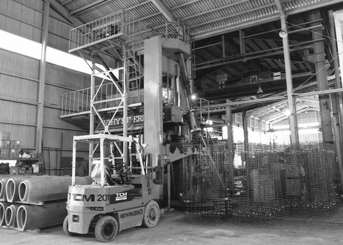 高圧コンクリート工業株式会社岡山工場にバイコン成型機をデンマークより導入イメージ1