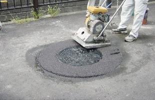 【第2工程(舗装後 調整工程)】表層材の施工