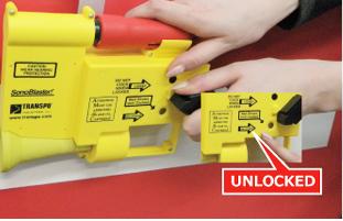 ロードコーンを予定の位置に配置し、コントロールノブを「UNLOCKED」にセットします。