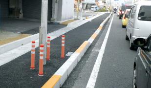 専用縁石は側溝上面の車道側にも設置可能 イメージ02
